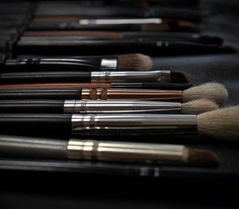 makeup-2676392_1920-342×299-min (1)